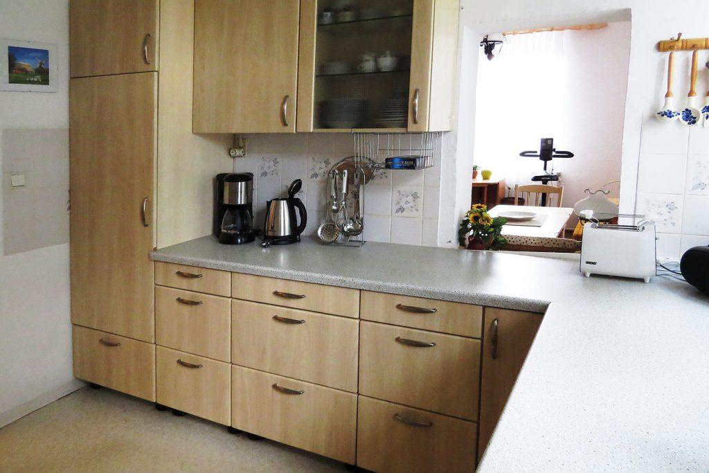 Großzügig modern eingerichtete Küche